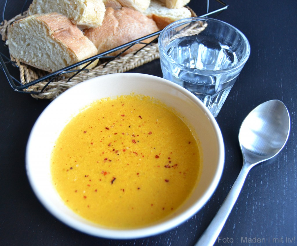 Gulerodssuppe med pikantost…