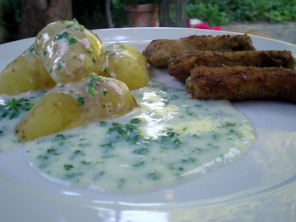 Ålekvabber med nye kartofler og persillesauce…