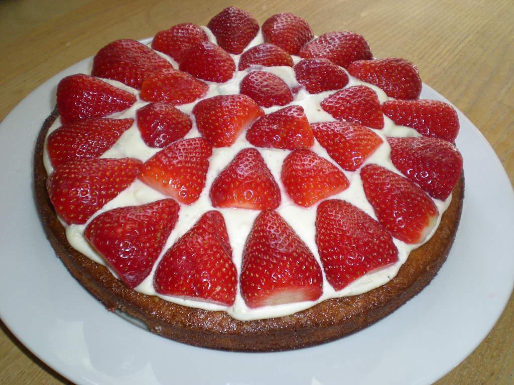 Jordbærtærte med hyldeblomstgelé…
