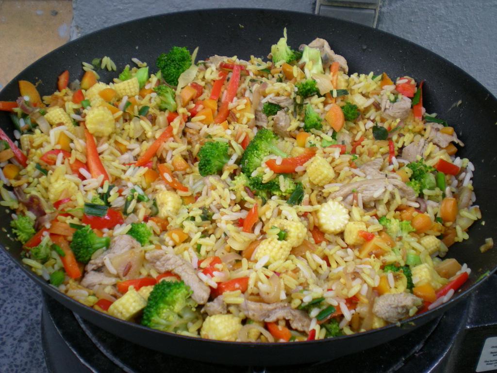 Wok med svinemørbrad, grønsager og ris…