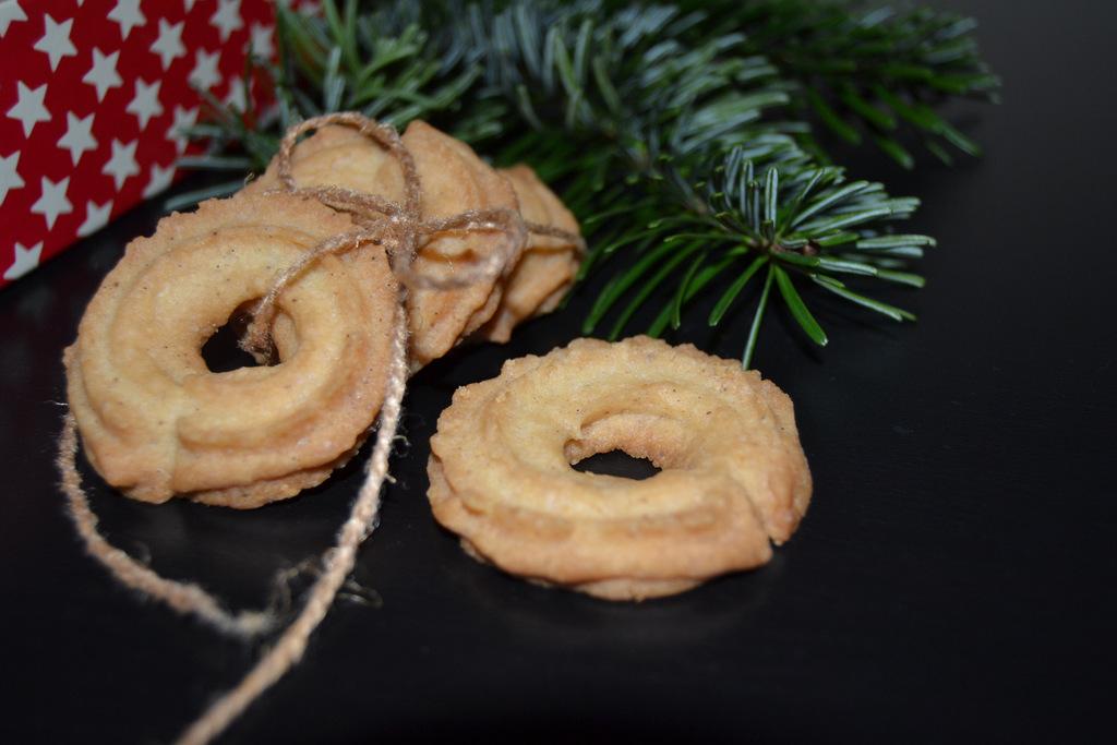 Julebag 2012 – brunkager og vanillekranse…
