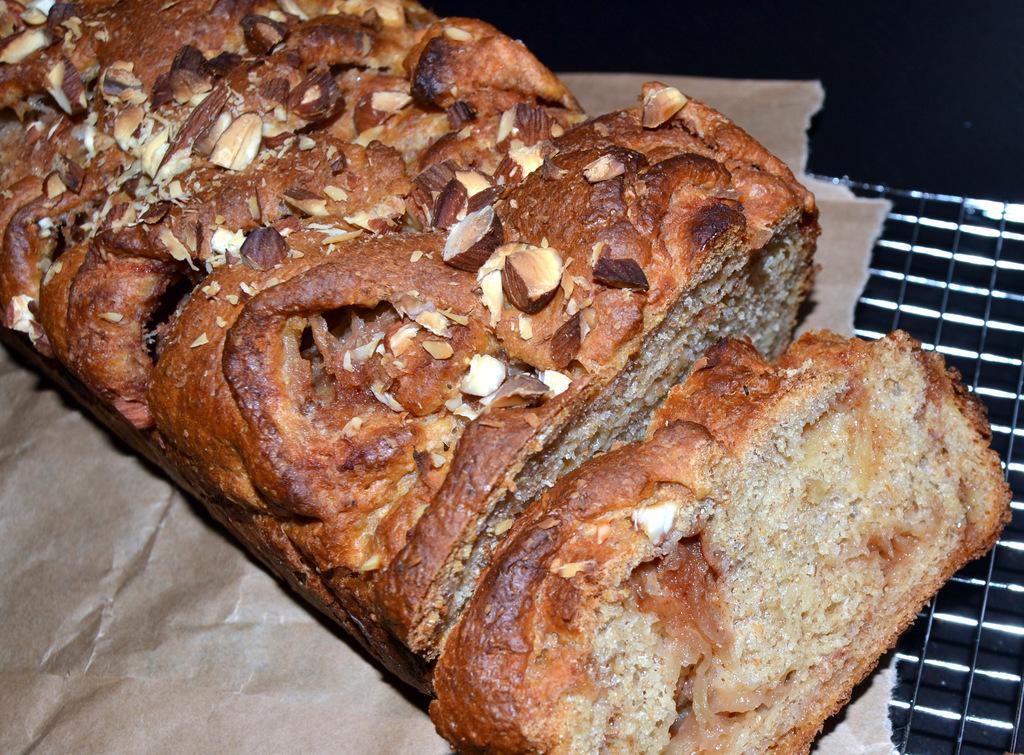 Fuldkorns-kanelbrød med æble og mandler…