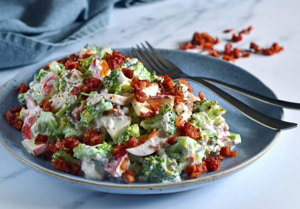 Broccolisalat – nem og lækker opskrift.