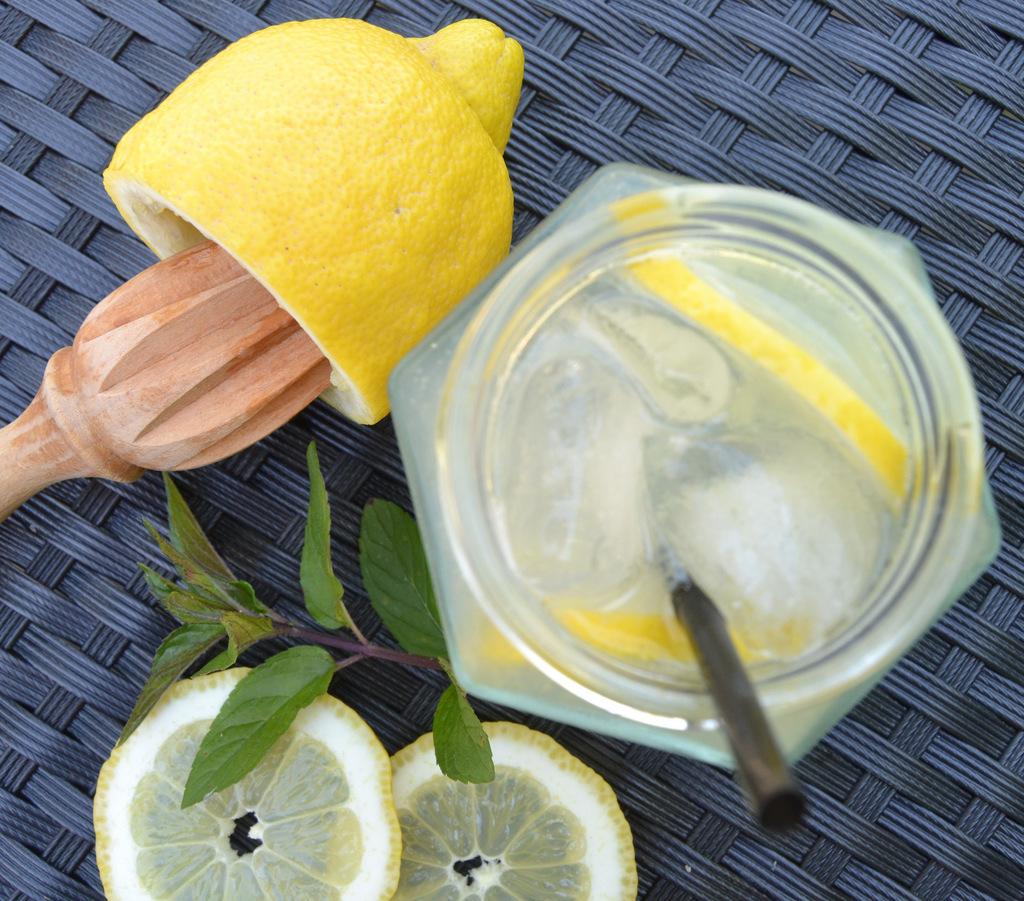Iskold lemonade på en varm sommerdag…