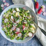 Kartoffelsalat med creme fraiche dressing, radiser og ærter
