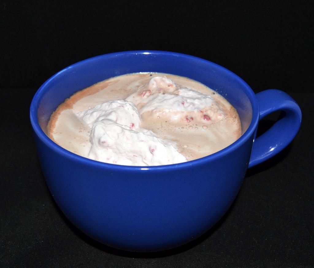 Varm kakao med hindbærflødeskum…