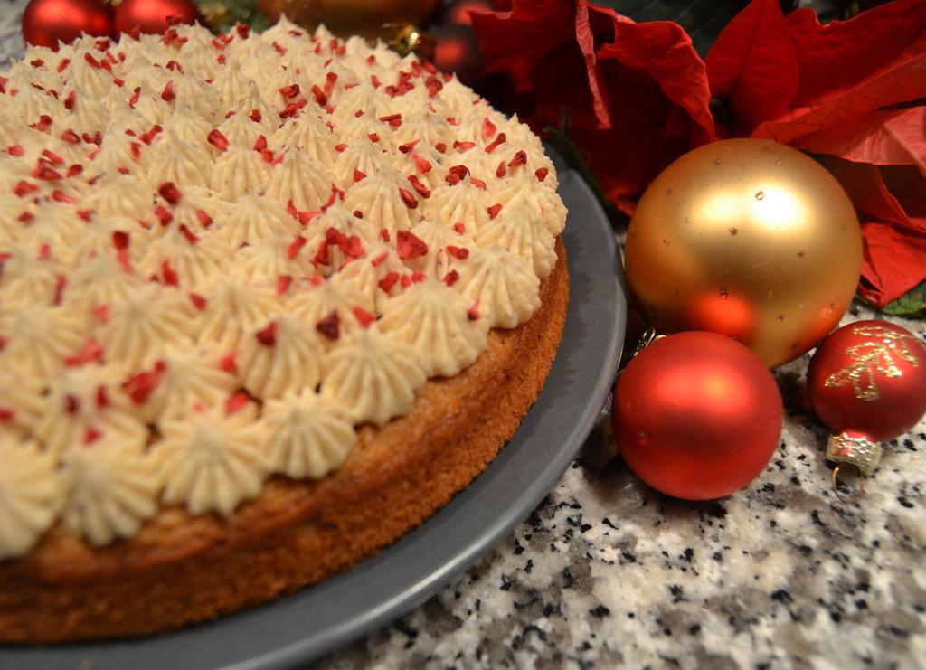 Julekrydderkage med hvid chokolade/kaneltrøffel…