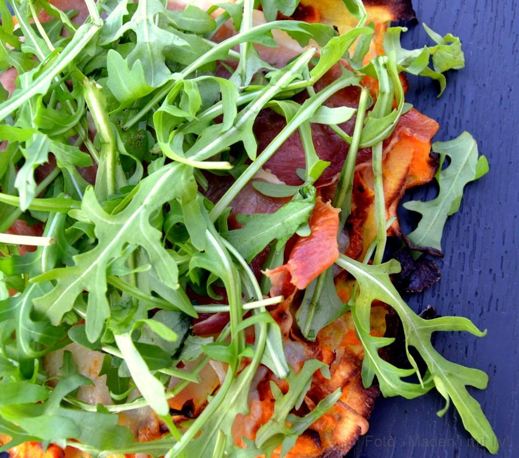 Rodfrugtpizza med pesto og skinke…