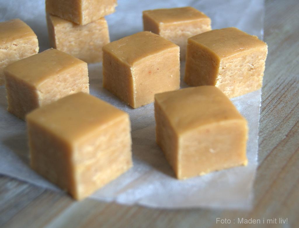 Blød og lækker fudge med peanutbutter og havsalt…