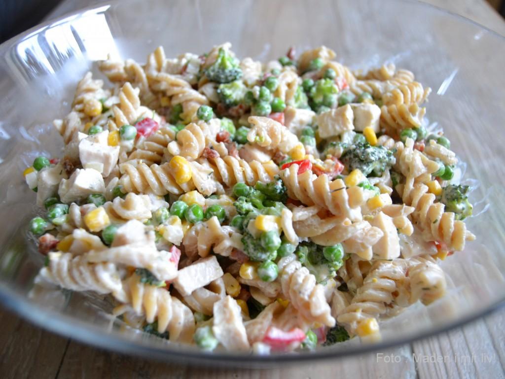 Cremet pastasalat med kylling til madpakkerne…