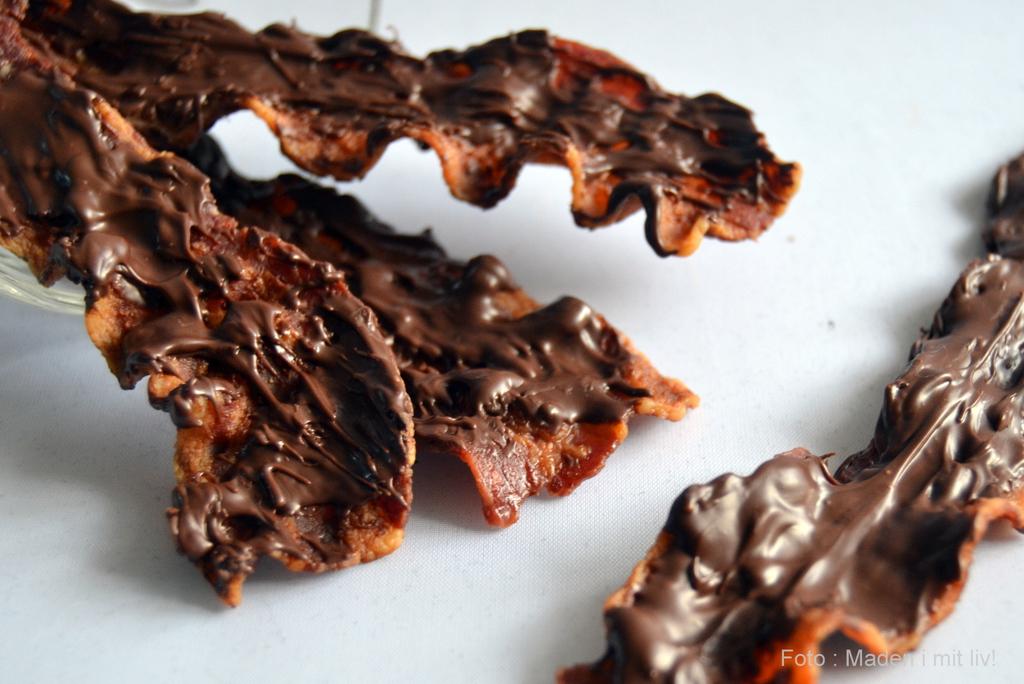 Sprøde baconstykker med mørk chokolade…