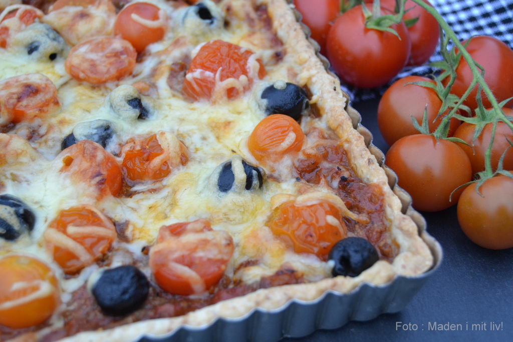 Fuldkornstærte med oksekød, tomater og oliven…