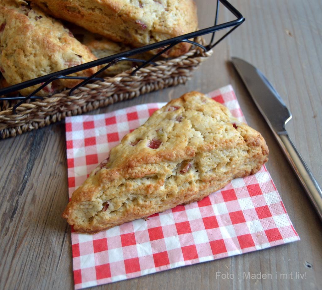 Søde og syrlige rabarberscones…