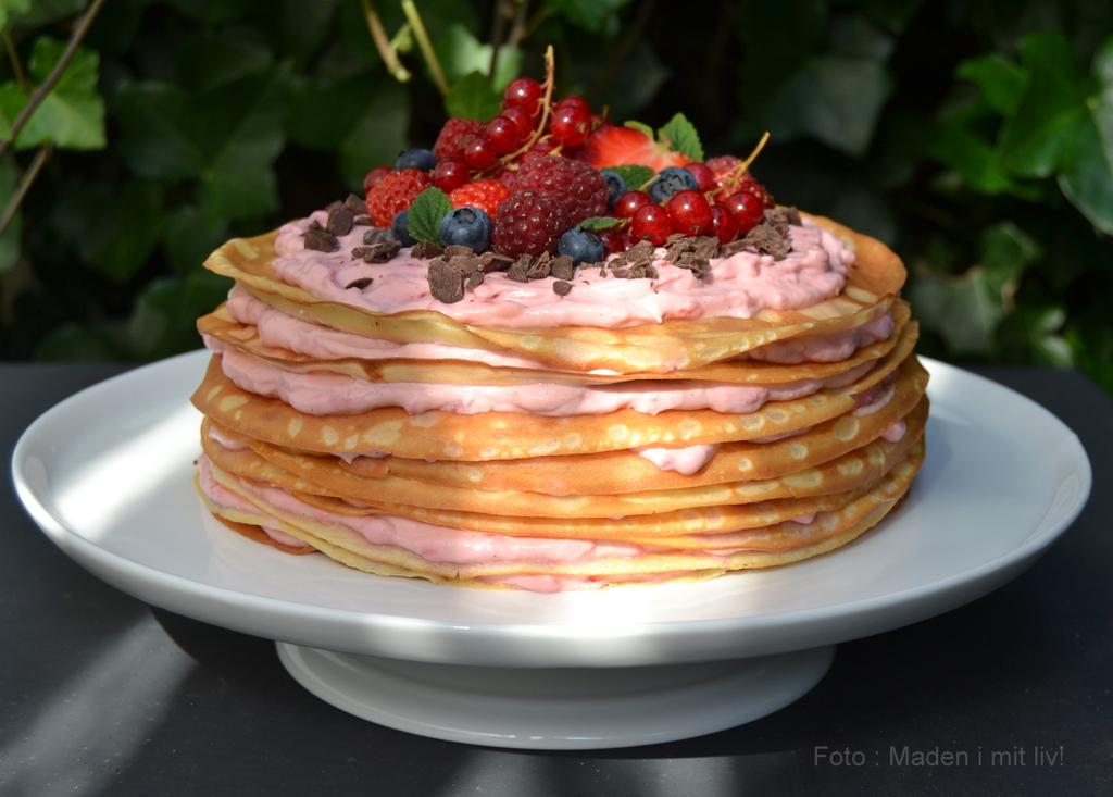 Pandekage-kage med hindbærskum…