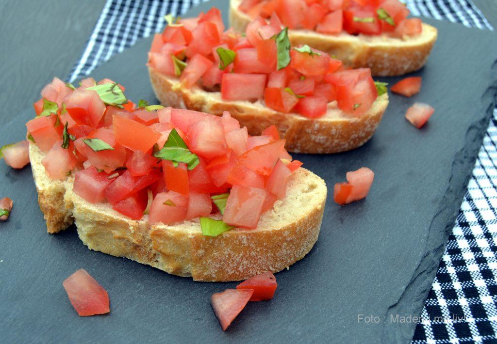 Klassiske bruschetta med tomat og basilikum…