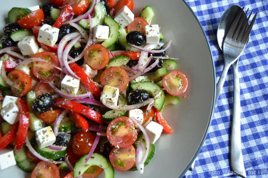 Græsk salat med feta og oliven…