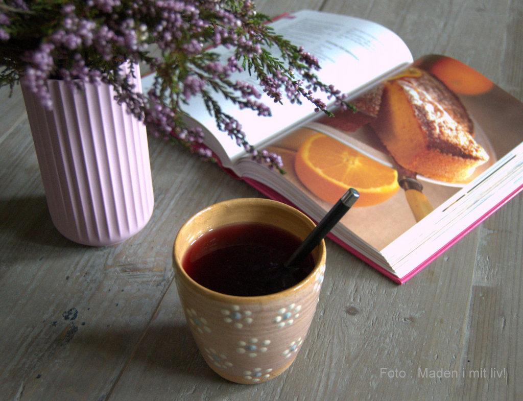Hjemmelavet hyldebærsaft – den skønneste drik…