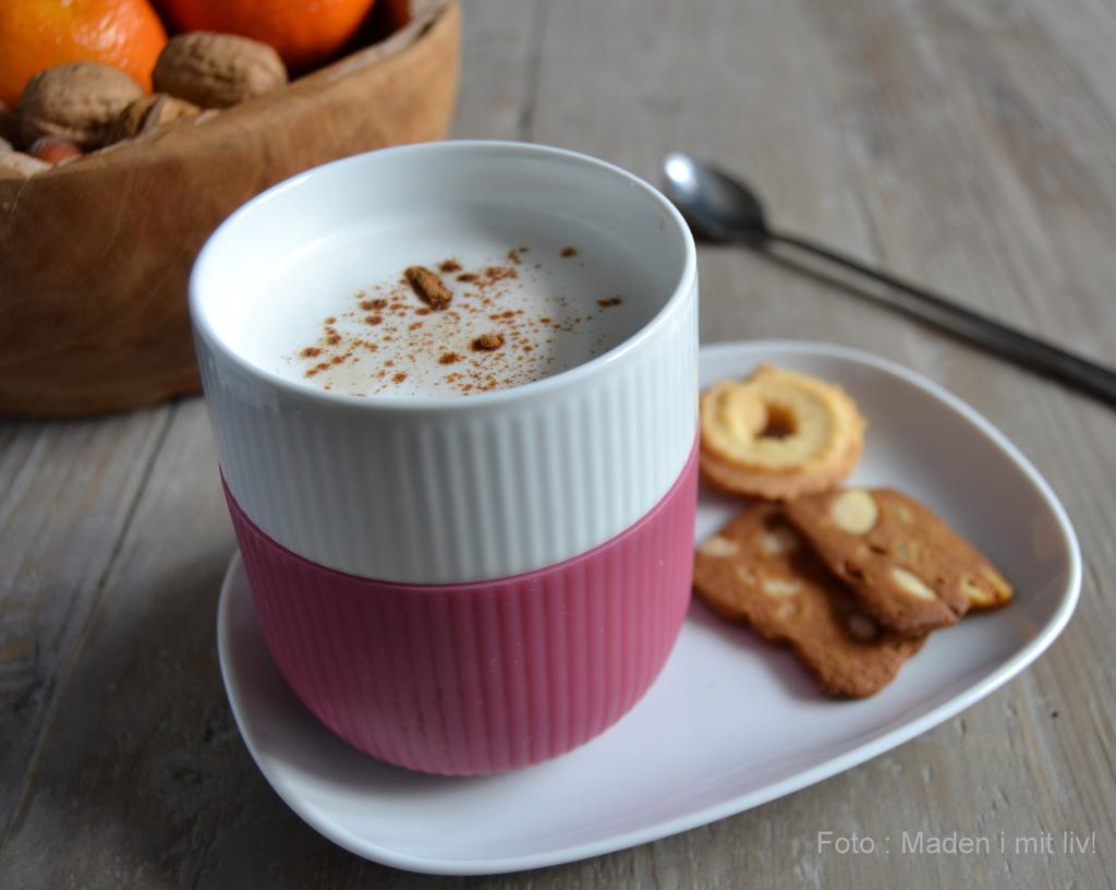 Varm og julekrydret cafe latte…