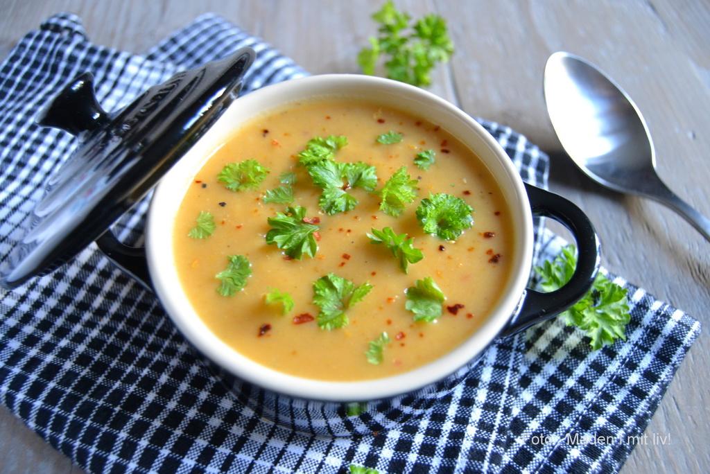 Suppe af søde kartofler med chili og hvidløg…