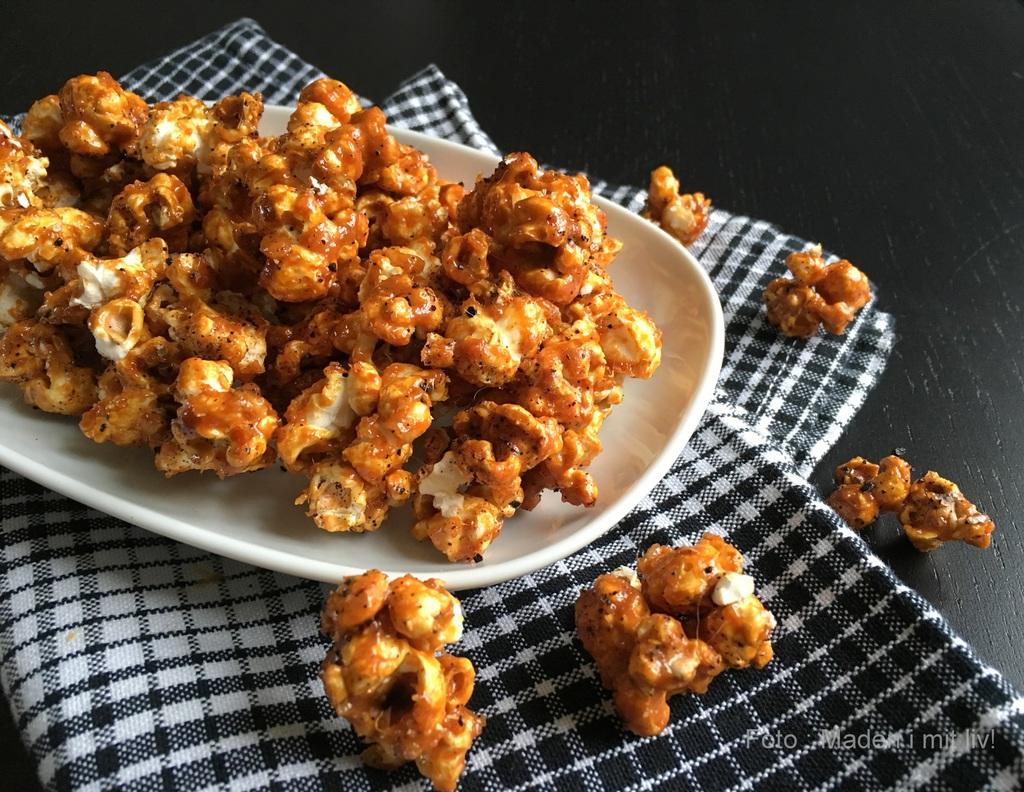 Sprøde popcorn med karamel og lakrids…
