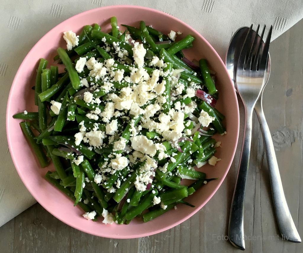 Salat med grønne bønner, feta og rødløg…