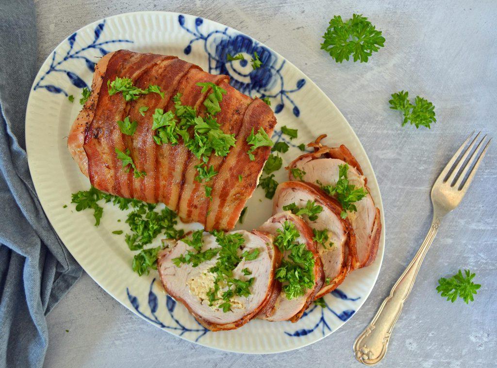 Kalkunbryst med pikantost og bacon.