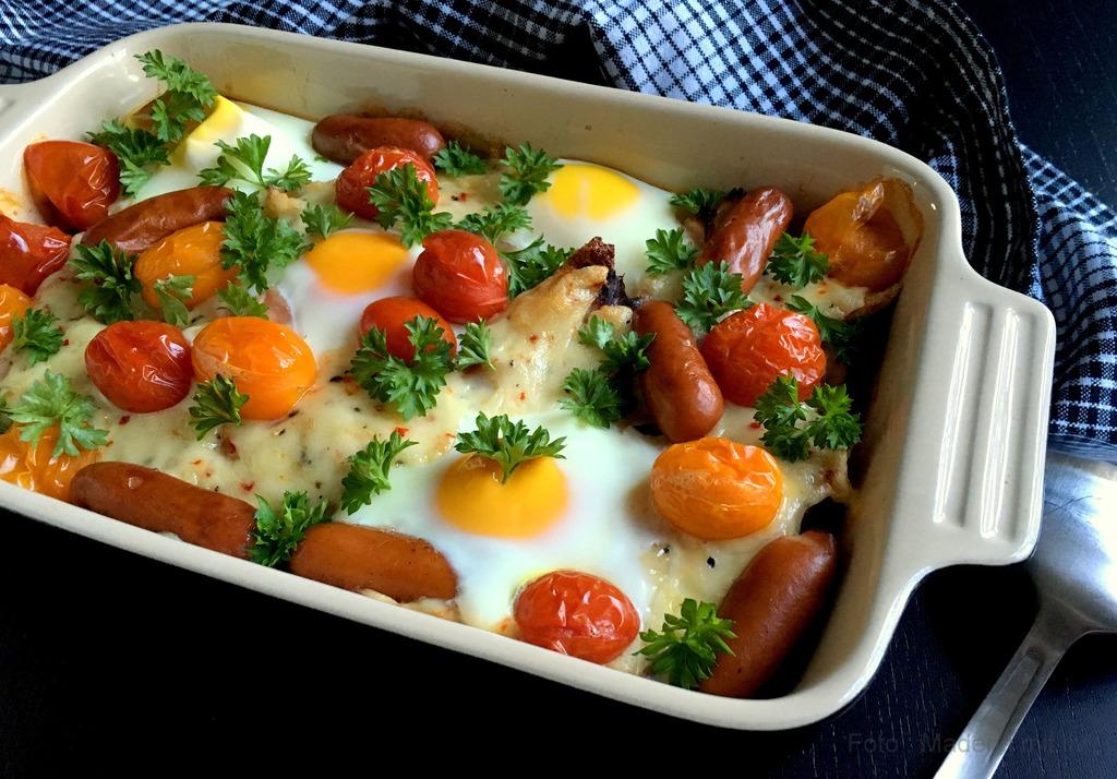 Brunchtærte med æg, skinke og pølser…