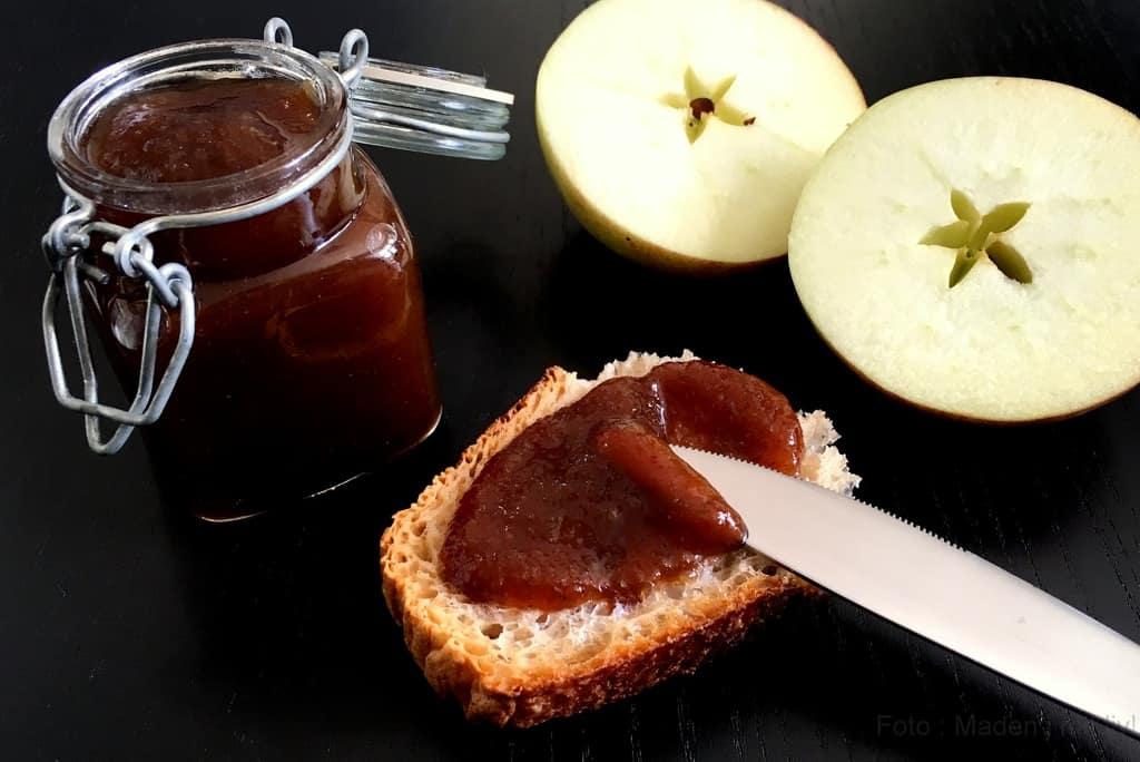 Krydret æblesmør med kanel og vanilje.