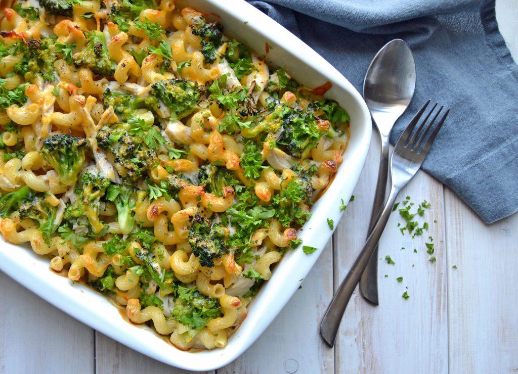 Pasta i fad med kylling og broccoli…