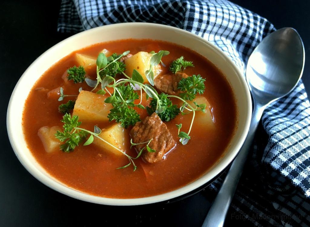Lækker hjemmelavet gullashsuppe…