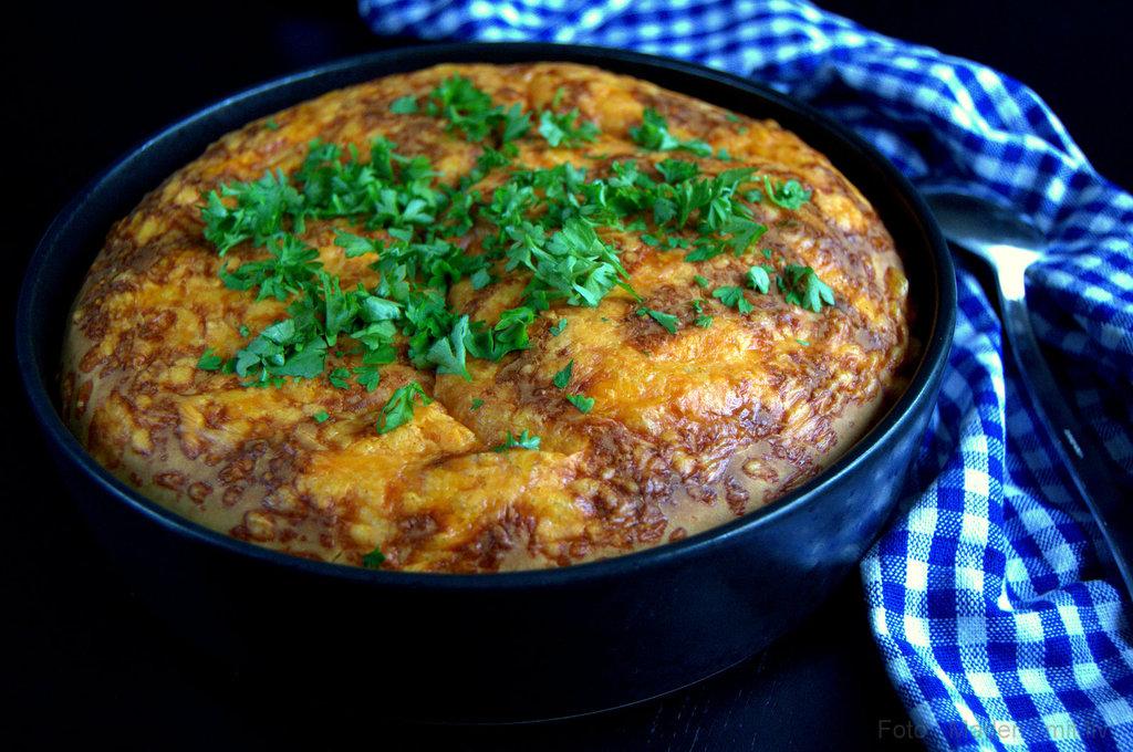 Chili con carne med låg af majsbrød…