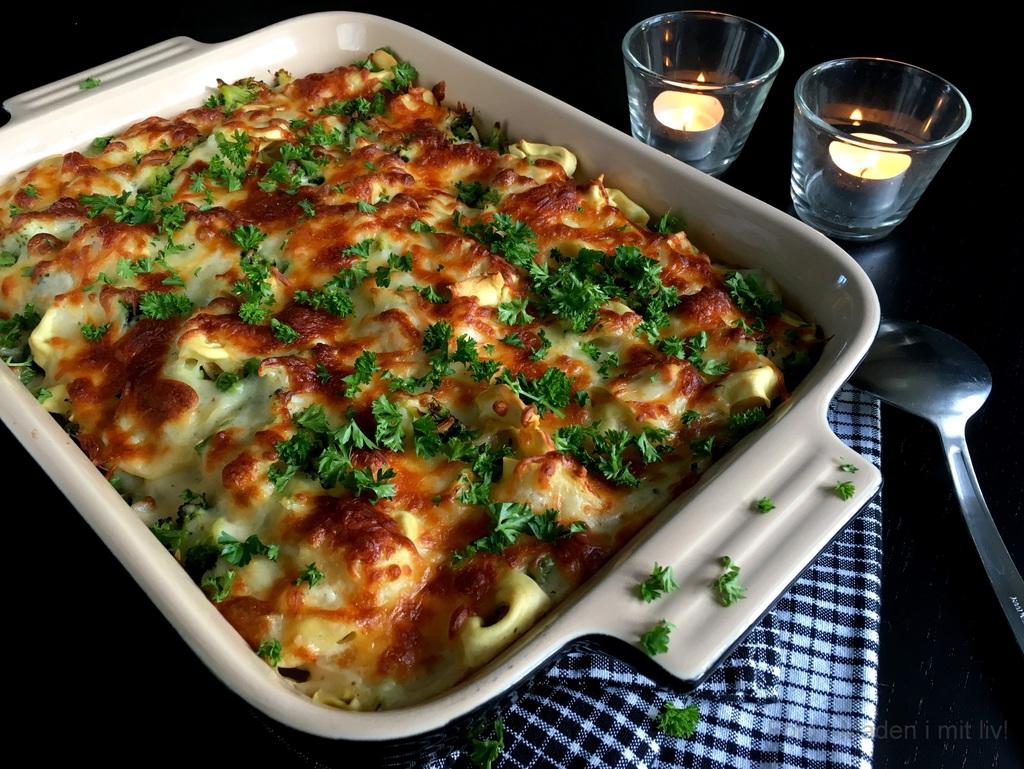 Tortellini i fad med broccoli og mornaysauce…