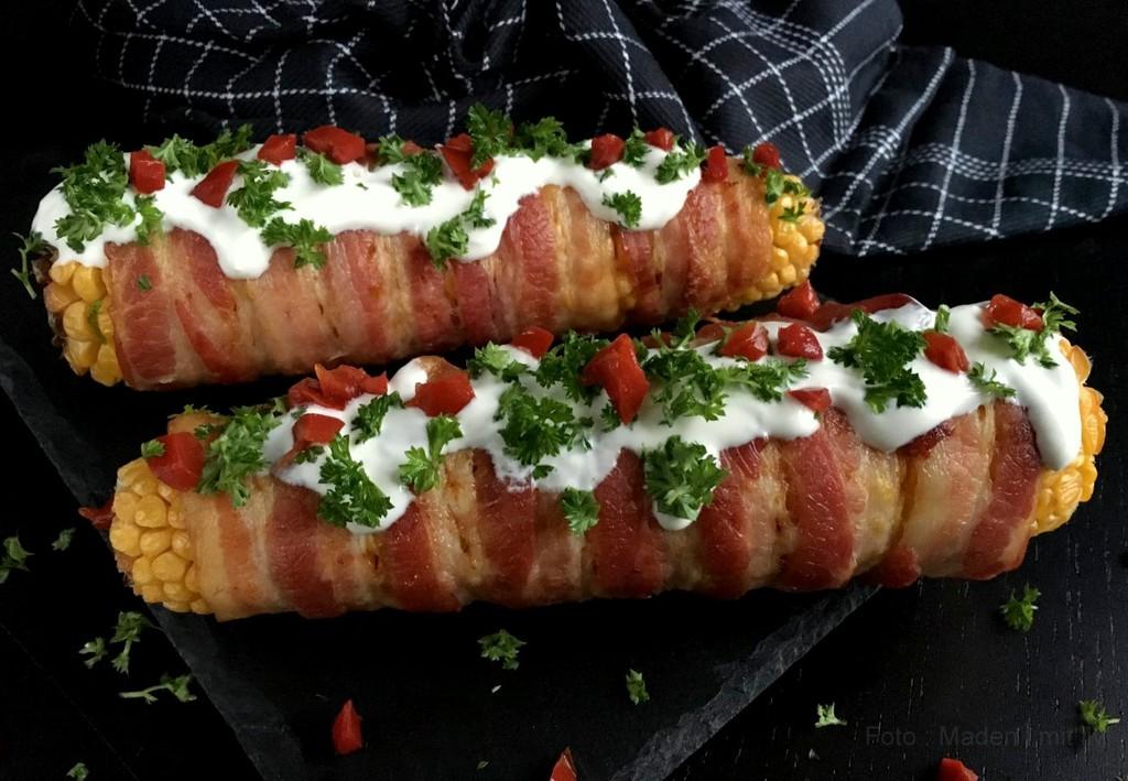 Fully loaded bacon majskolber…