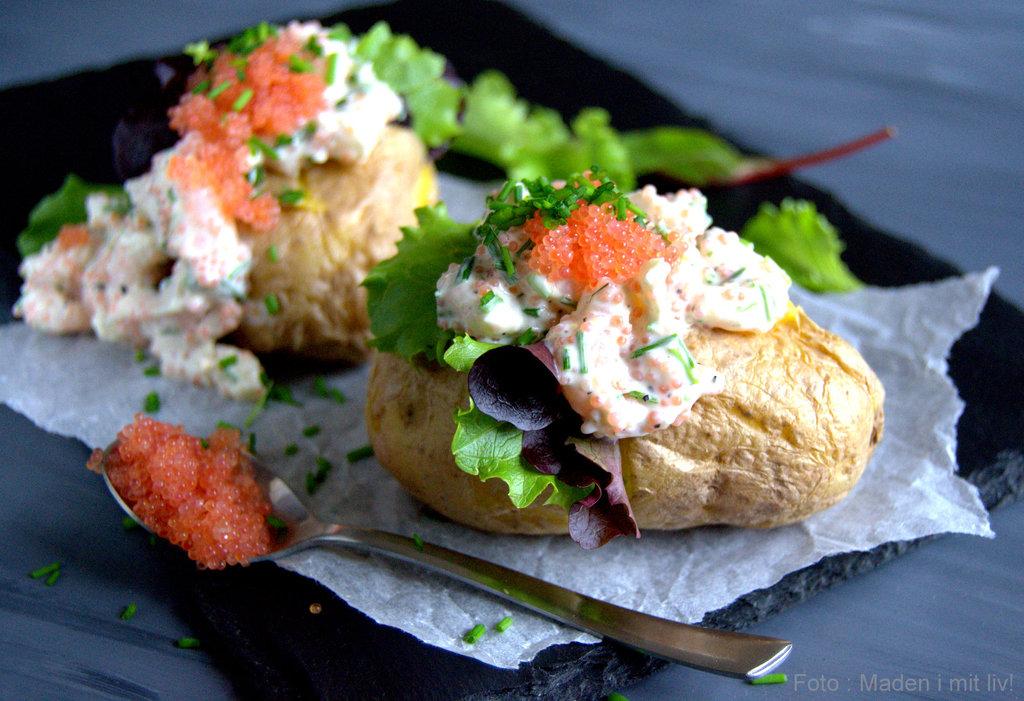 Bagte kartofler med rejesalat…