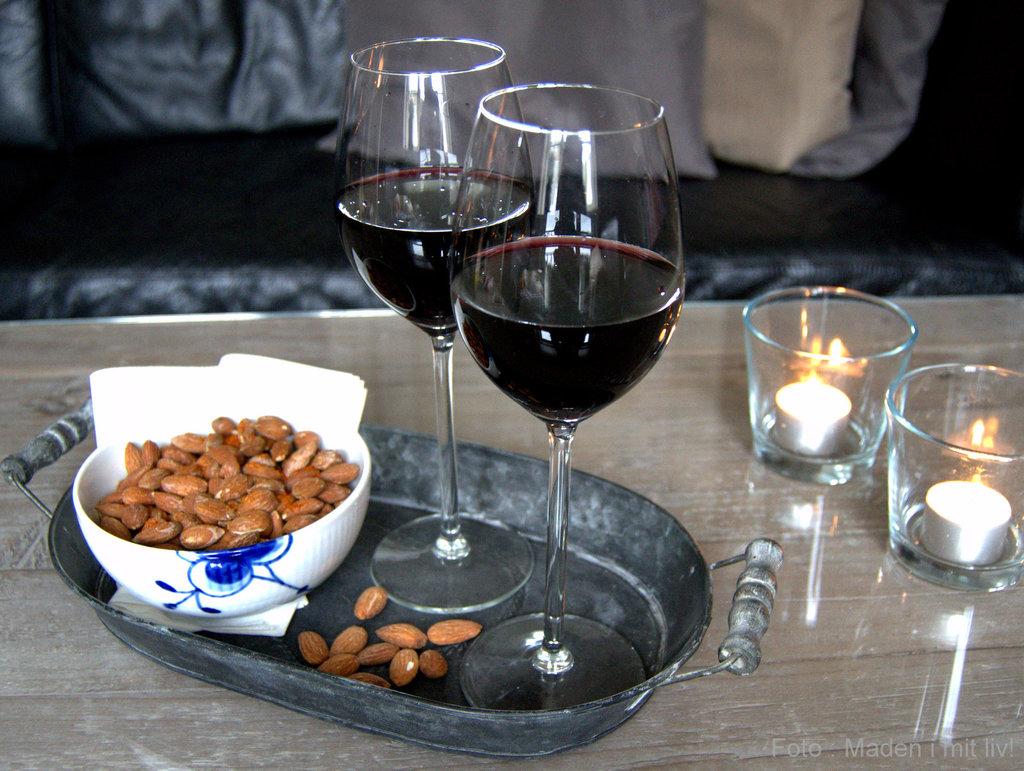 Saltede paprikamandler og lækker vin…