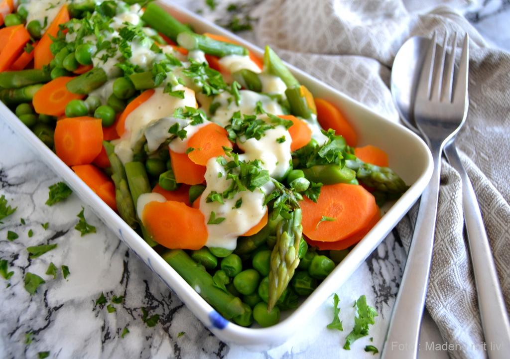Grønsager med senneps-flødesauce