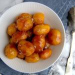 Brunede kartofler i en skål