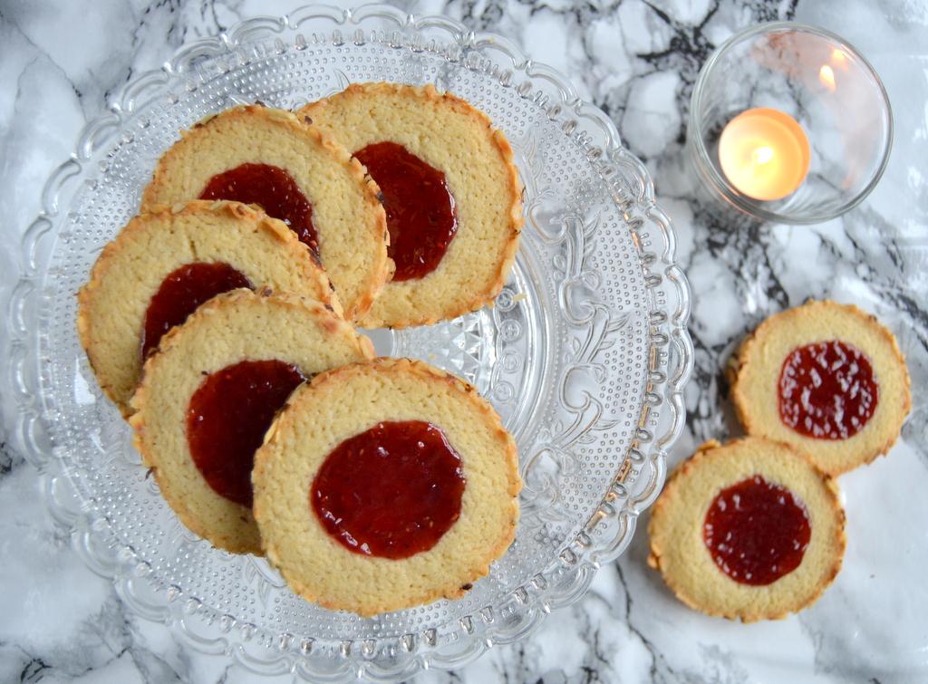 Garbo kager med hindbærmarmelade…