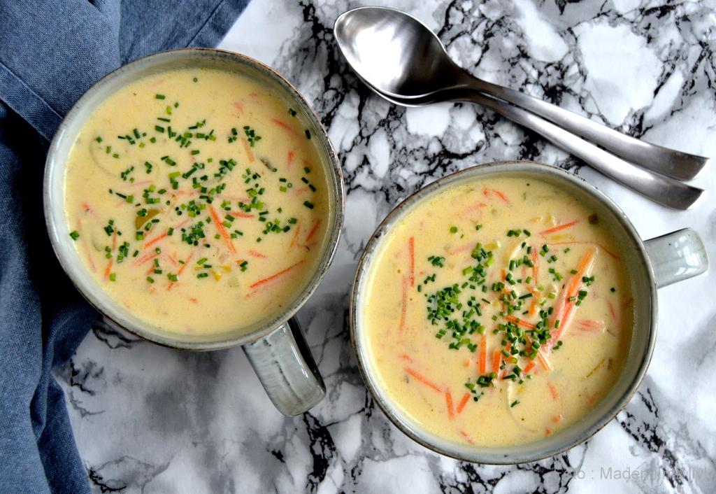 Gulerods-porresuppe med pikantost…
