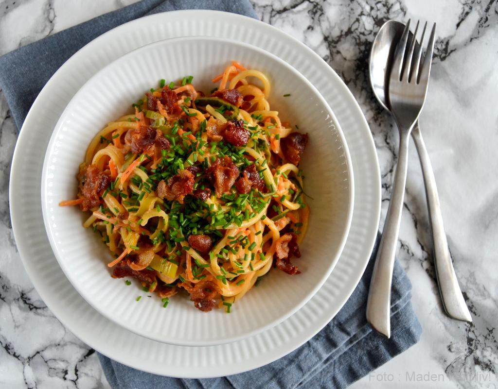 Pasta med grønsager og pikant sauce…