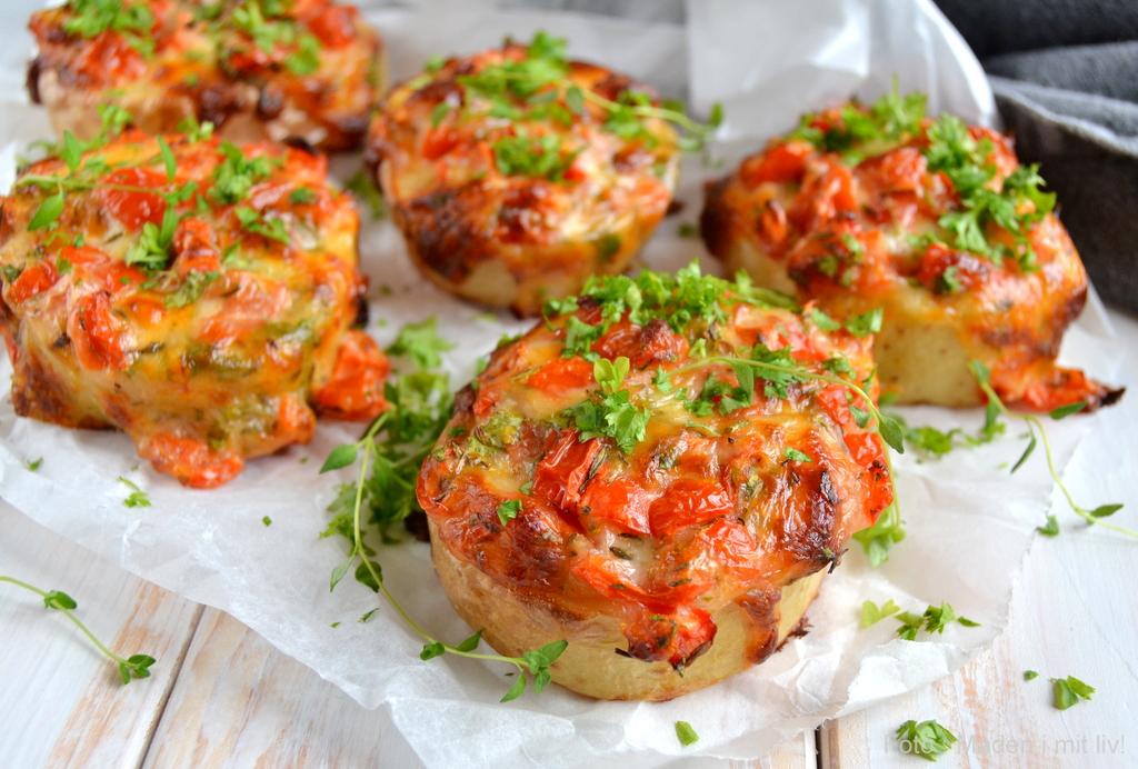 Kartoffelskiver med ost og tomat…
