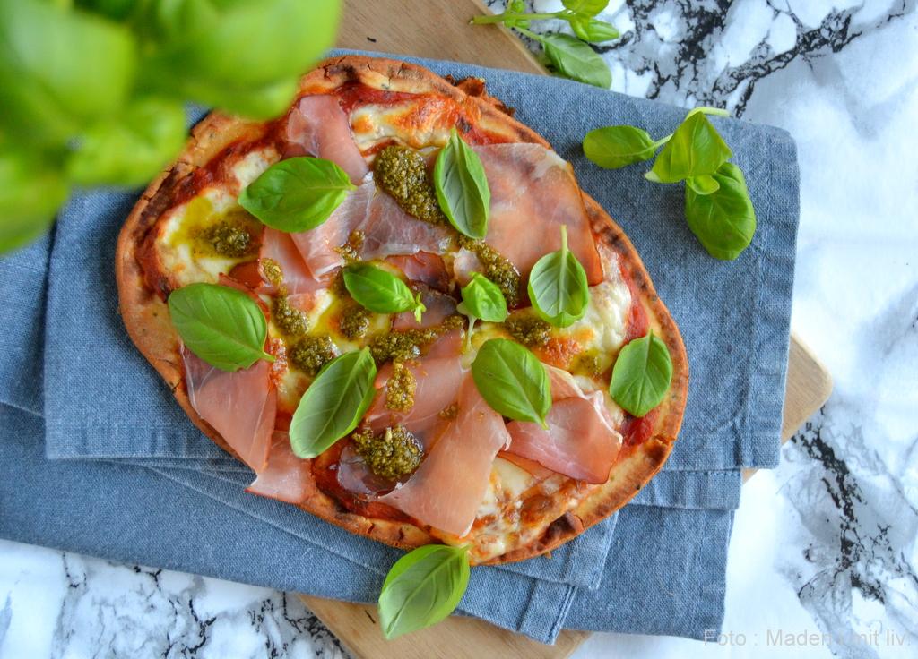 Pizza på naanbrød…