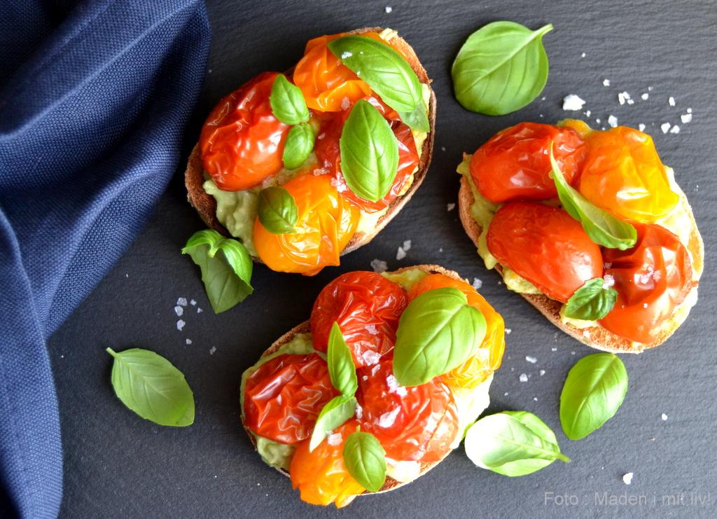 Bruschetta med tomater og avocado…