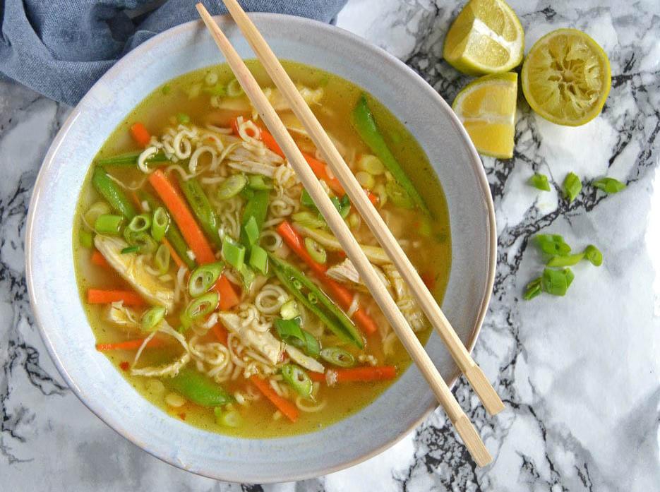 Asiatisk suppe med kylling og nudler…