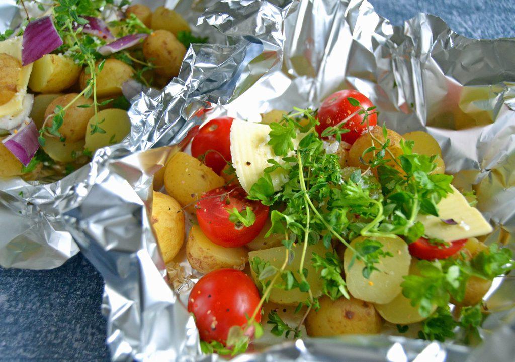 Kartofler i folie (på grill og i ovn)…