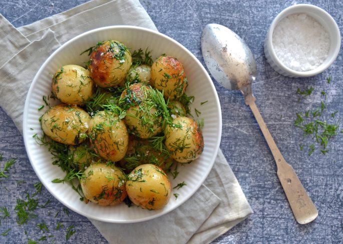 Smørristede kartofler med dild