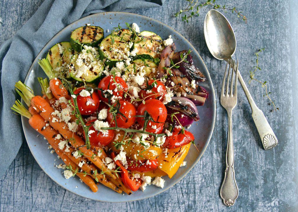 Grillede grøntsager med feta.