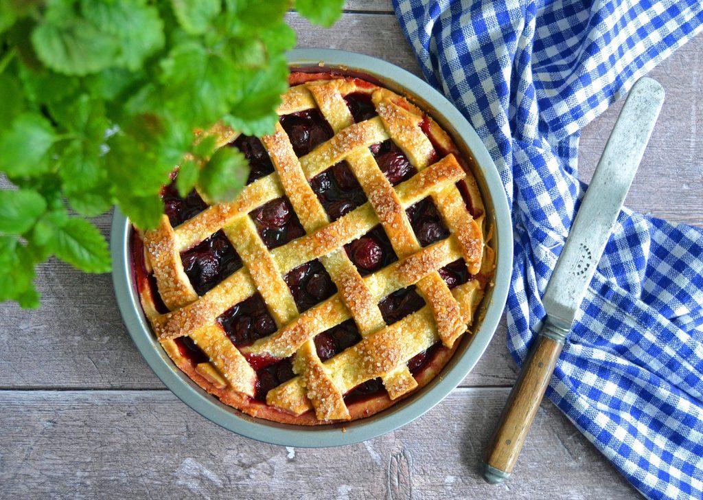 Kirsebærtærte – nem og lækker opskrift.