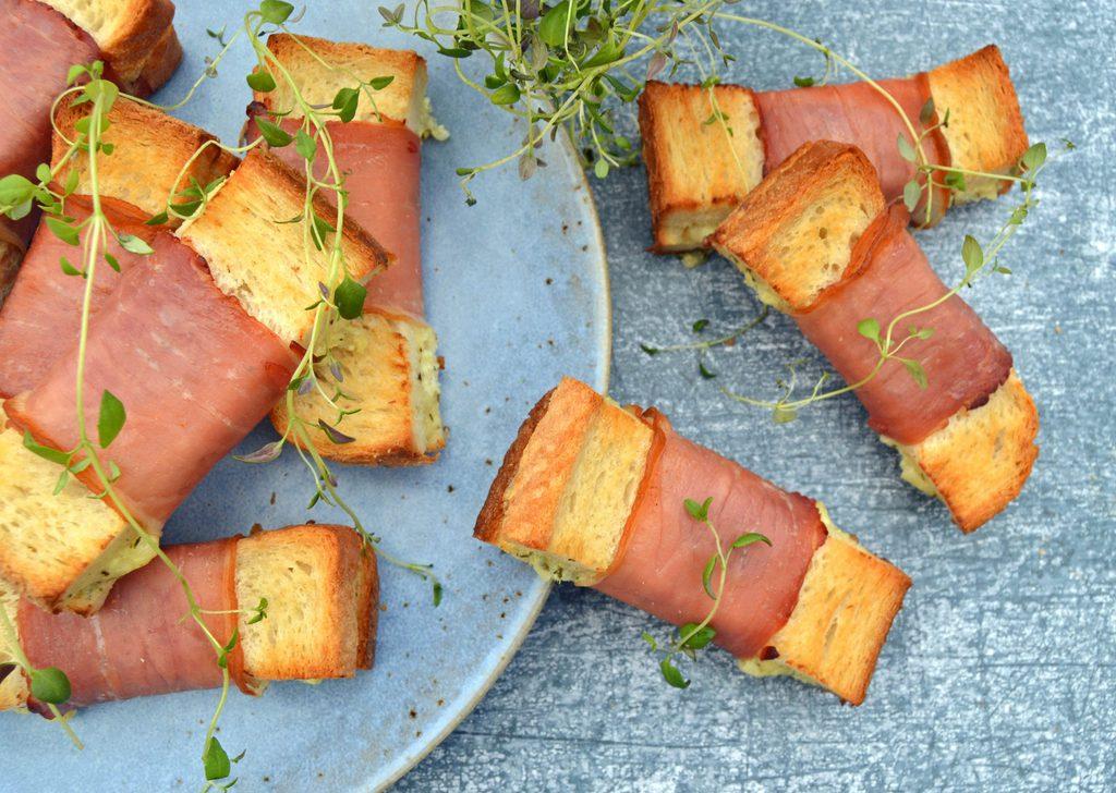 Mini toast med skinke og ost – nem opskrift.
