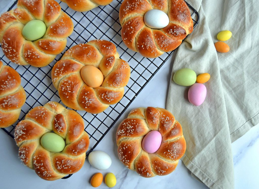 Påskeboller – fine påskereder med æg.